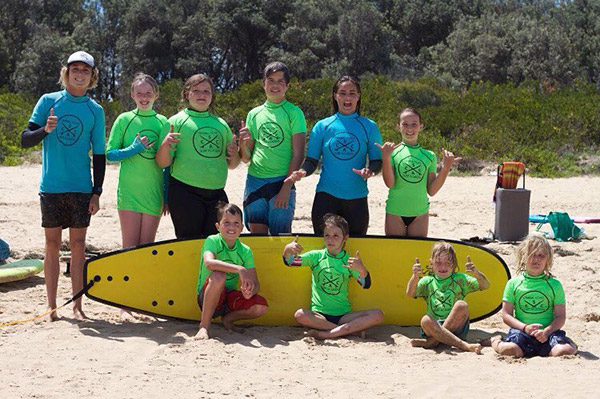 Macmasters-Beach-smaller-group-poses-for-group-photo-next-to-beach
